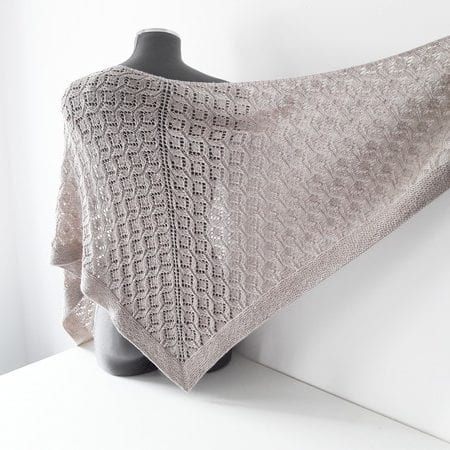 Shawl knitting pattern - LESI SHAWL by Lilofil